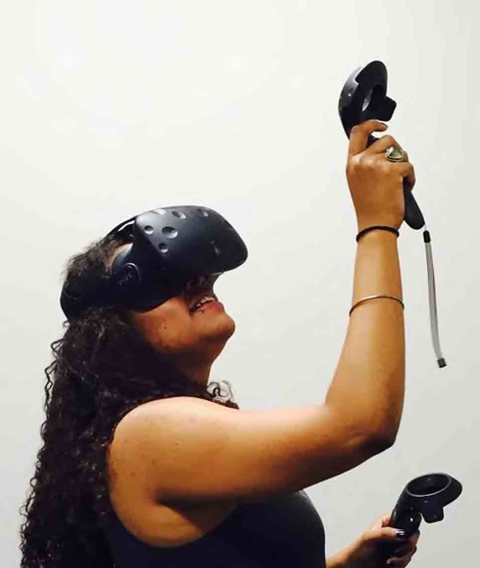Graduate DH fellow Cynthia Porter experiments with virtual reality.